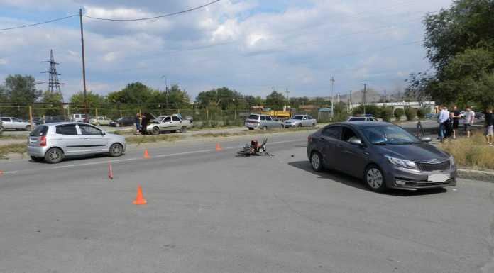 В Новотроицке столкнулись иномарка и мопед