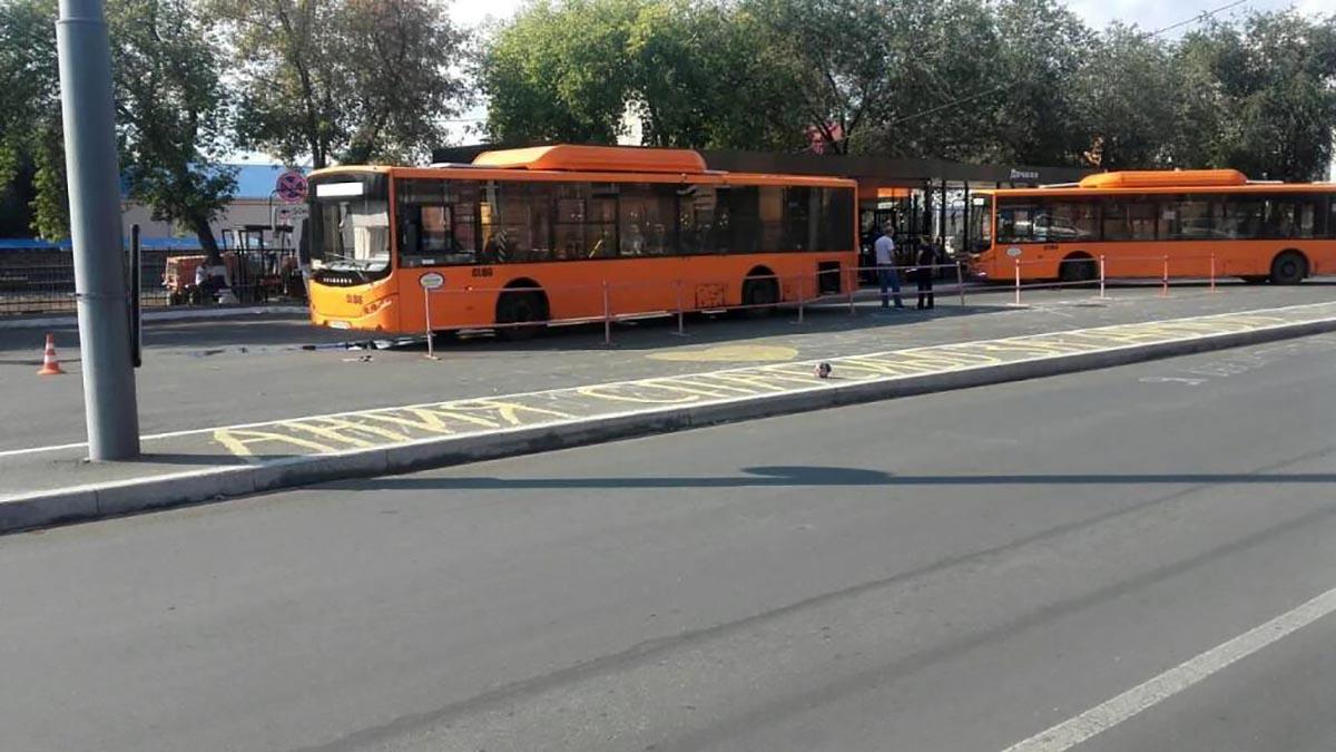 Водитель дачного автобуса наехал на пенсионерку