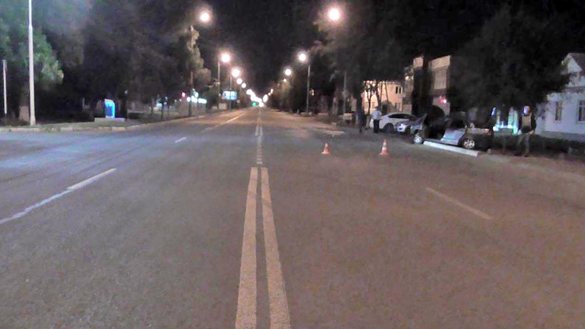 Ночью в Оренбурге водитель Приоры на скорости врезался в дерево