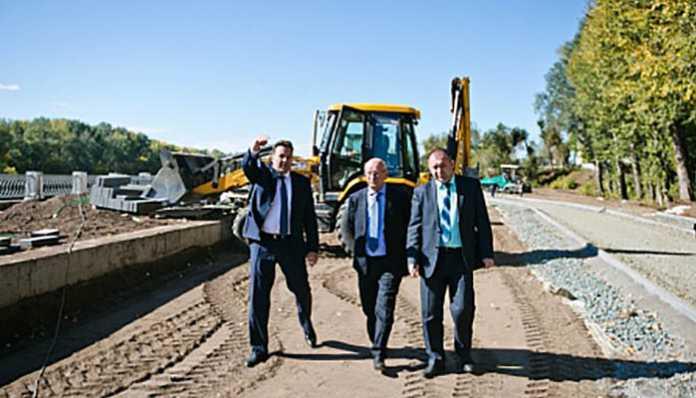 Юрий Берг ознакомился с ходом реконструкции набережной реки Урал в Оренбурге