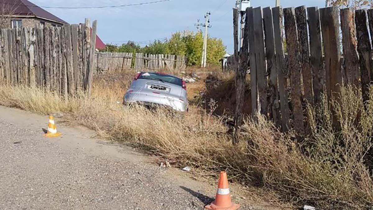 Автоледи на Nissan упала в котлован