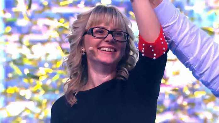 В день учителя педагог из Оренбургской области выиграла квартиру