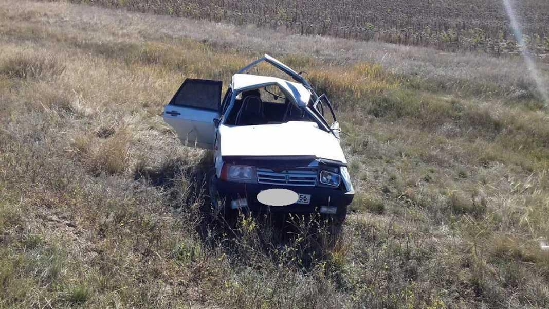 Под Ташлой водитель не удержал «девятку» на дороге и слетел в кювет