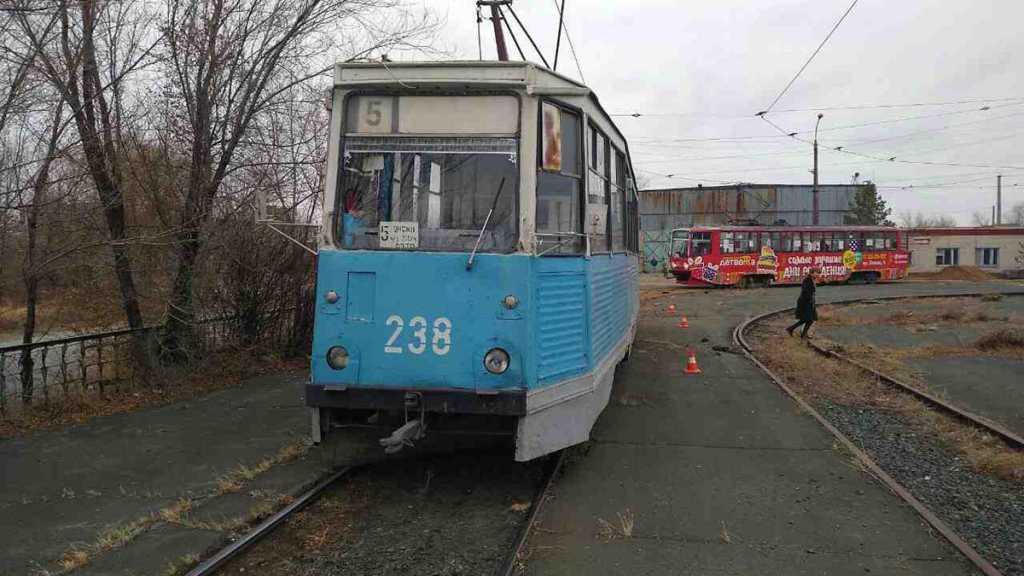 В Орске мужчина чудом выжил после наезда трамвая