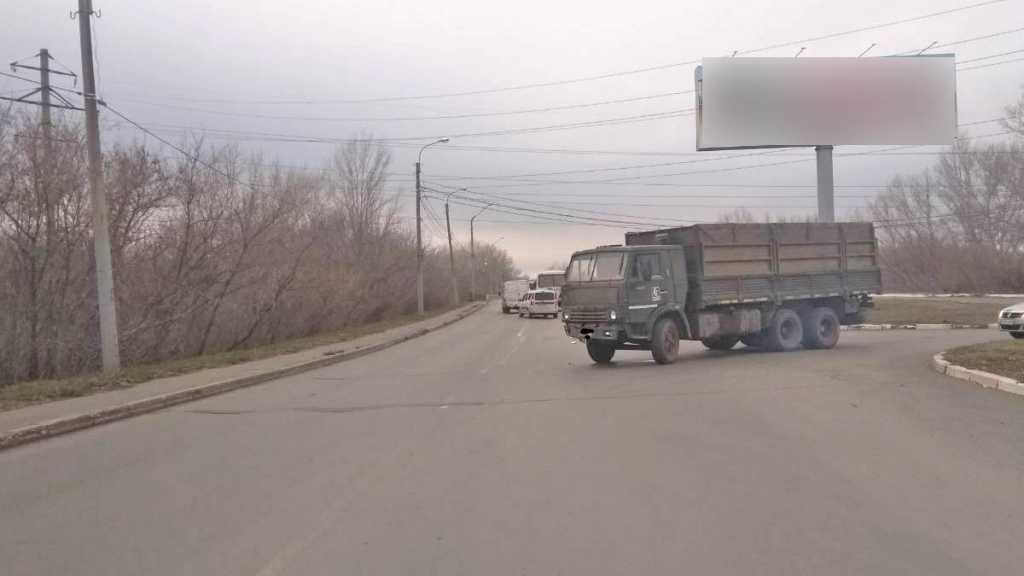 «КамАЗ» протаранил автобус