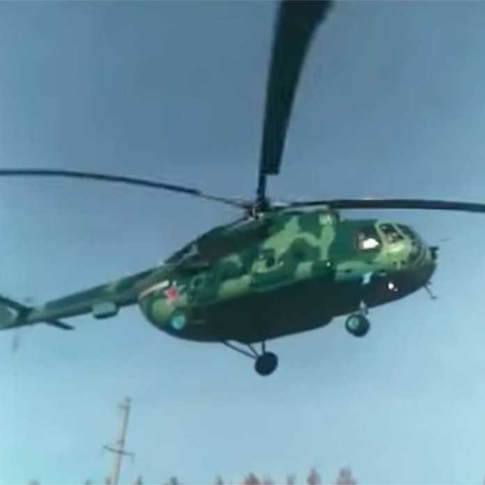 На автодороге под Оренбургом приземлился вертолет