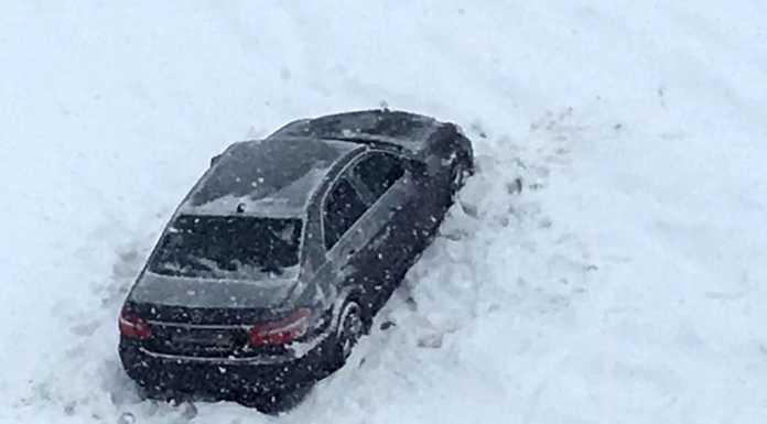 Mercedes провалился под лёд
