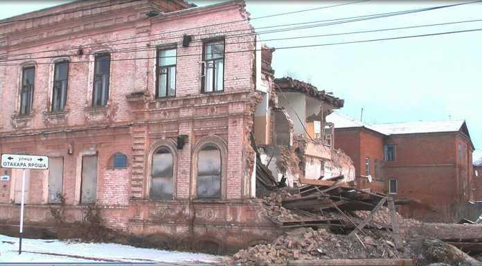 В Бузулуке собственник сносит историческое здание