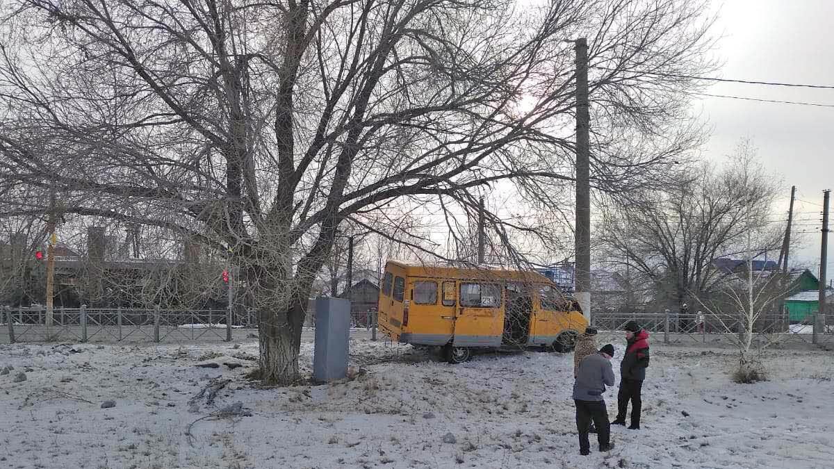 "Маршрутная ""ГАЗель"" с пассажирами протаранила столб"