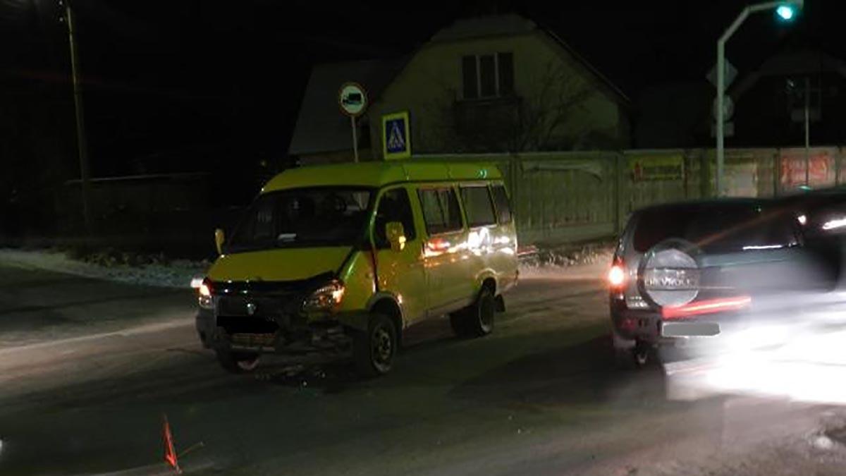 Микроавтобус и внедорожник столкнулись в Новотроицке