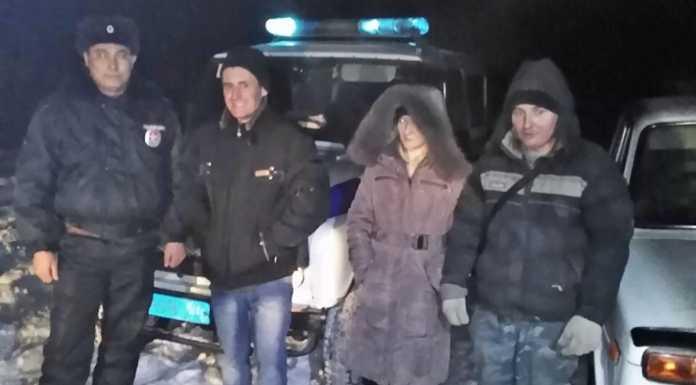 Полицейские спасли замерзающих в лесу оренбуржцев