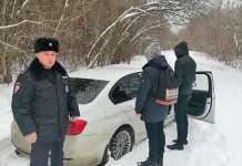 В Нежинке водитель белого BMW перепугал местных жителей, предлагая покатать их детей