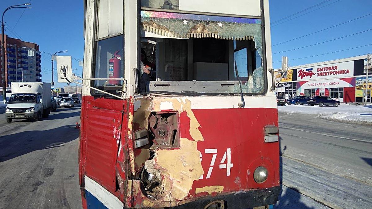 Грузовик и трамвай столкнулись в Орске