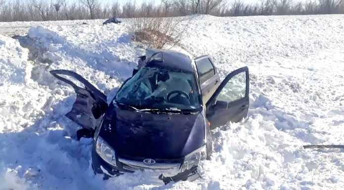 """Гранта"" столкнулась с грузовиком. Погибла пассажирка"
