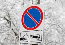 Дорожный знак 3.28 «Стоянка запрещена»