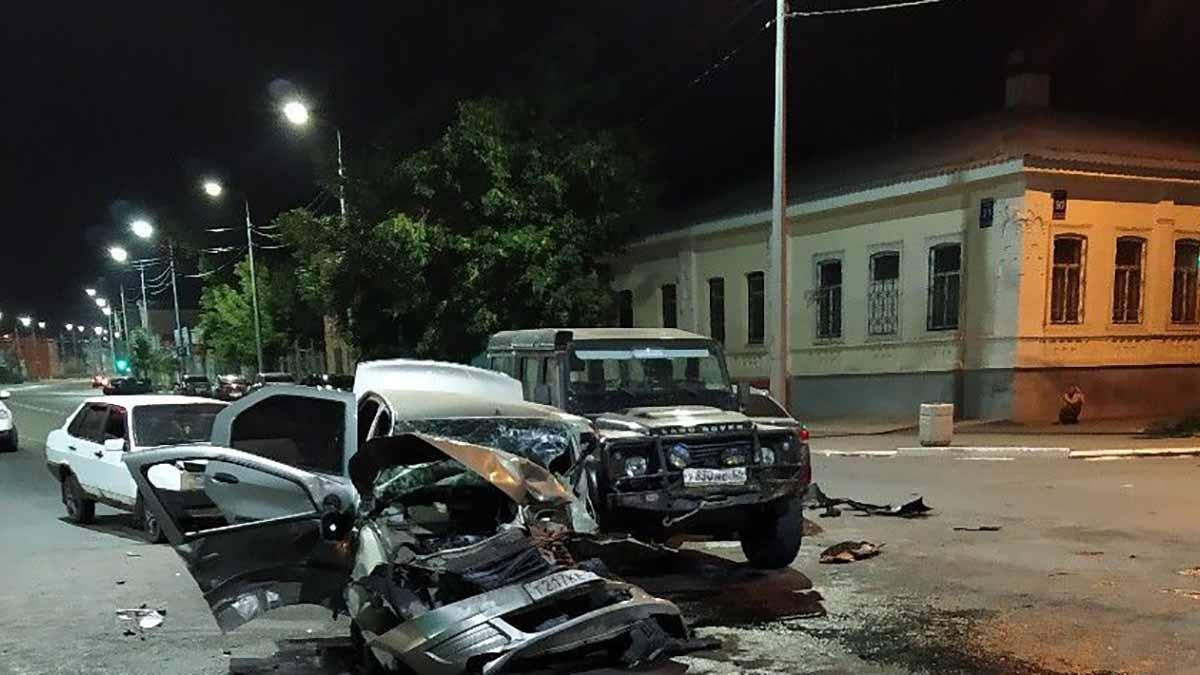 Четыре автомобиля столкнулись на пересечении улиц Советской и Рыбаковской