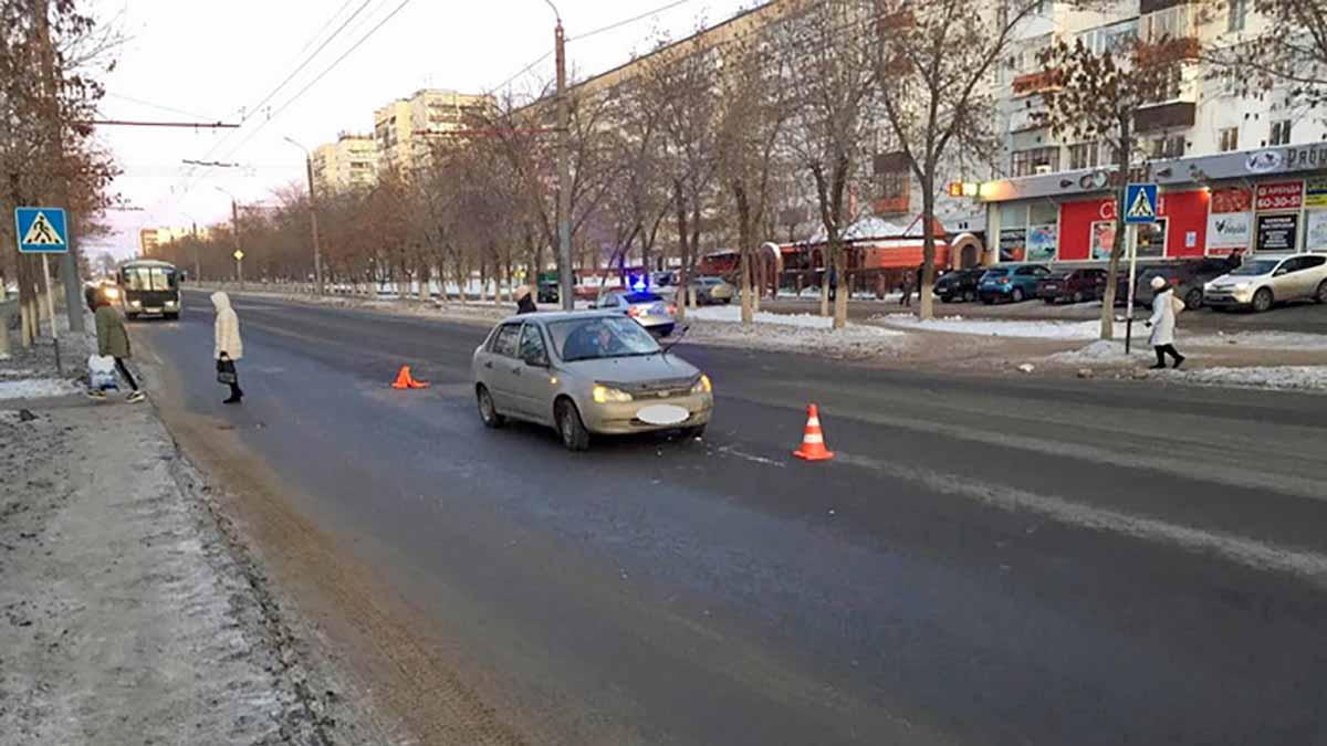 Молодой парень сбил двух женщин на пешеходном переходе