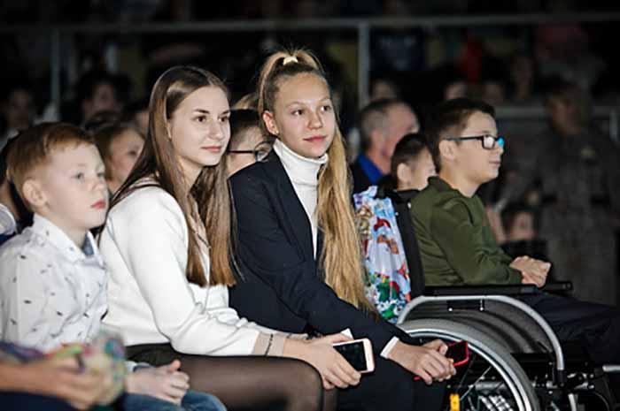 На Губернаторскую елку приехали 2500 юных оренбуржцев