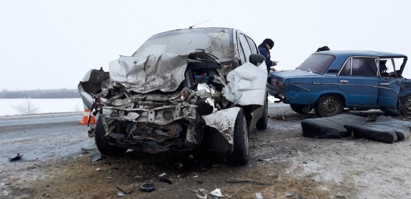 Три автомобиля столкнулись на трассе Оренбург - Акбулак