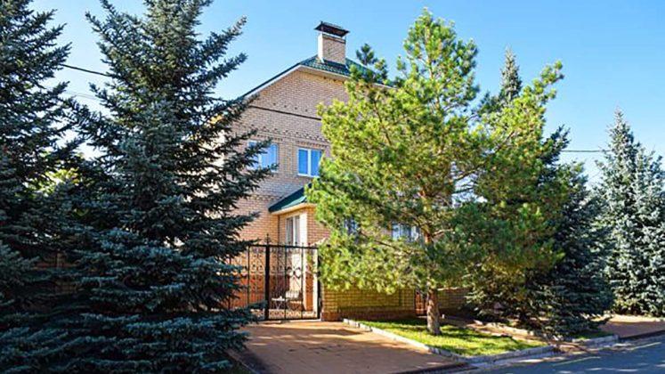 На пятом месте - частное домовладение за 22 млн рублей в элитном поселке Ростоши