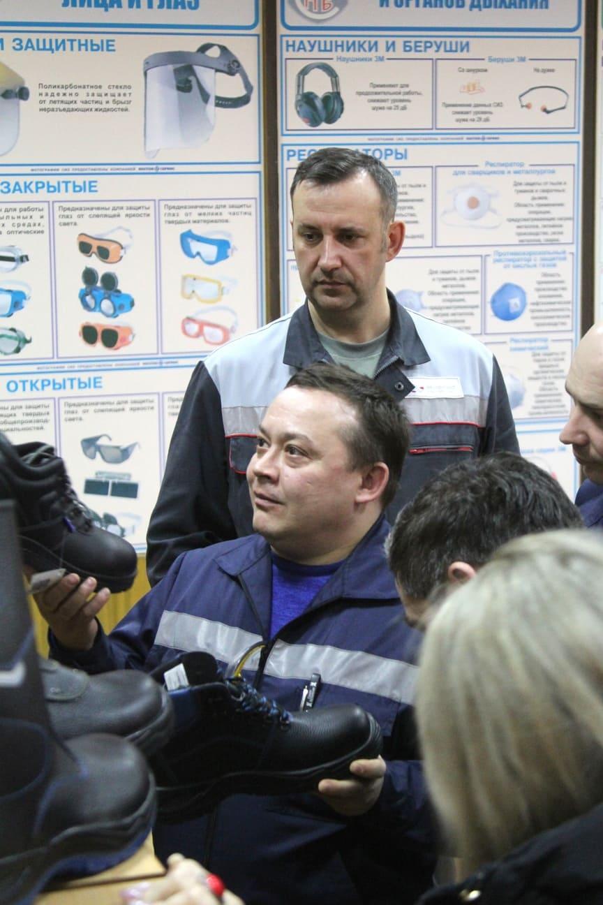 Работникам Уральской Стали представили новые модели спецобуви
